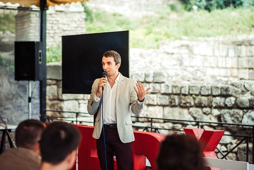 Кадър от конференцията TEDxTalyana